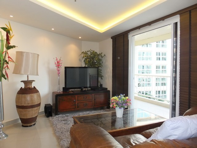 Condominium for Rent Central Pattaya showing the living area and balcony