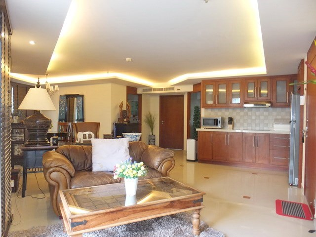 Condominium for Rent Central Pattaya showing the open plan concept