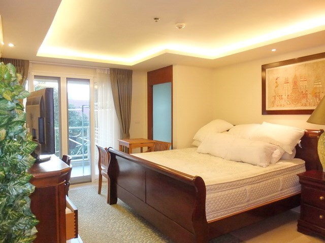 Condominium for Rent Central Pattaya showing the master bedroom suite