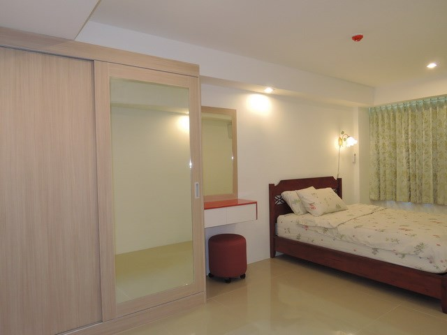 Condominium for rent East Pattaya showing the bedroom area