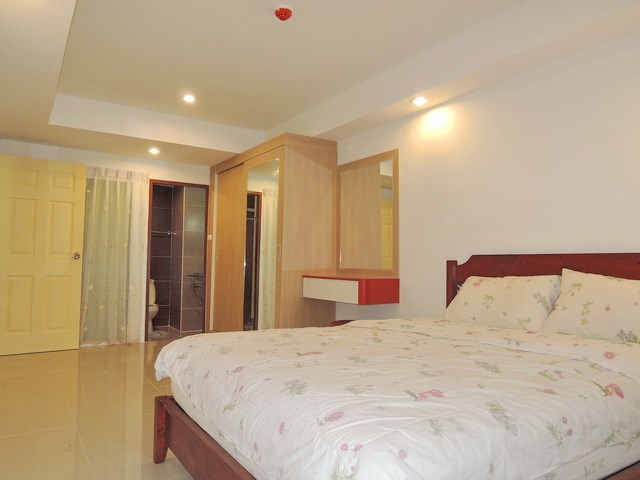 Condominium for rent East Pattaya showing the bedroom suite