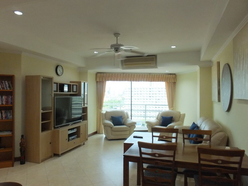 Condominium for rent Jomtien showing the living, dining and balcony