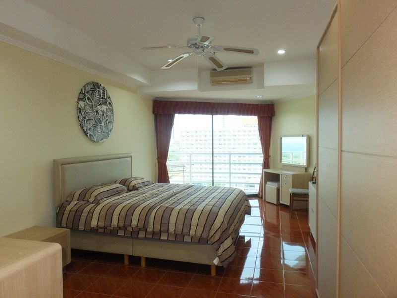 Condominium for rent Jomtien showing the master bedroom