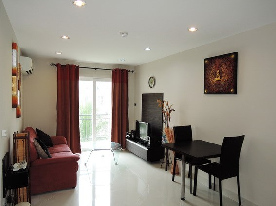 Condominium for rent Jomtien Park Lane showing the living and dining areas