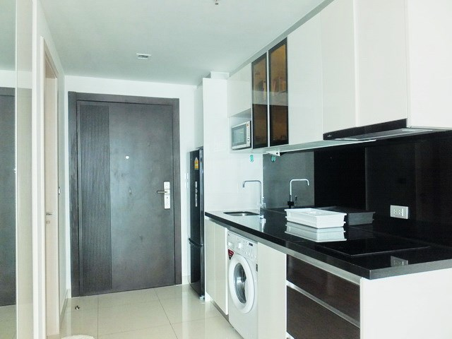 Condominium for rent Wong Amat Tower showing the kitchen