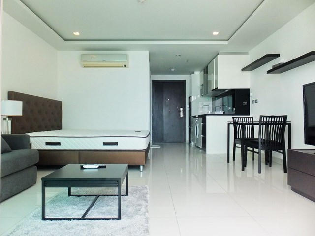 Condominium for rent Wong Amat Tower showing the open plan concept