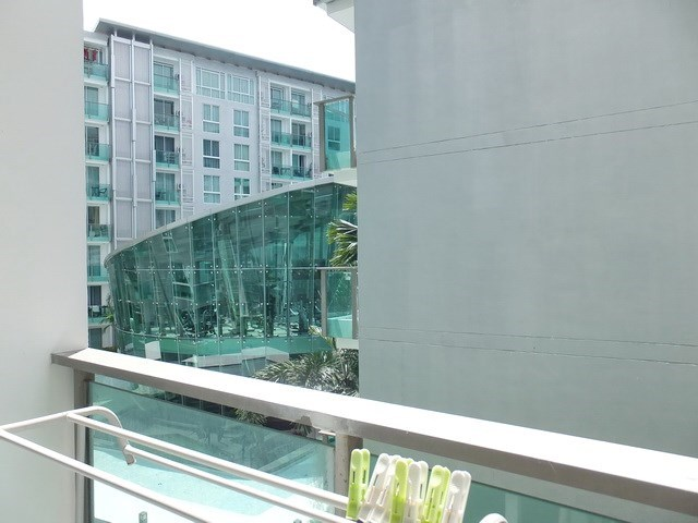 Condominium for rent Central Pattaya showing the balcony and view