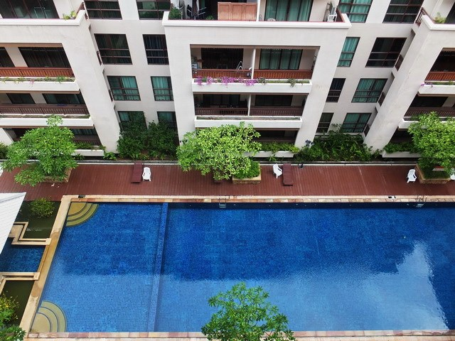 Condominium for Rent Pattaya showing the pool view