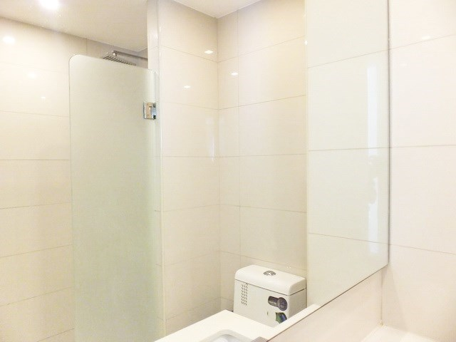 Condominium for rent Central Pattaya showing the bathroom