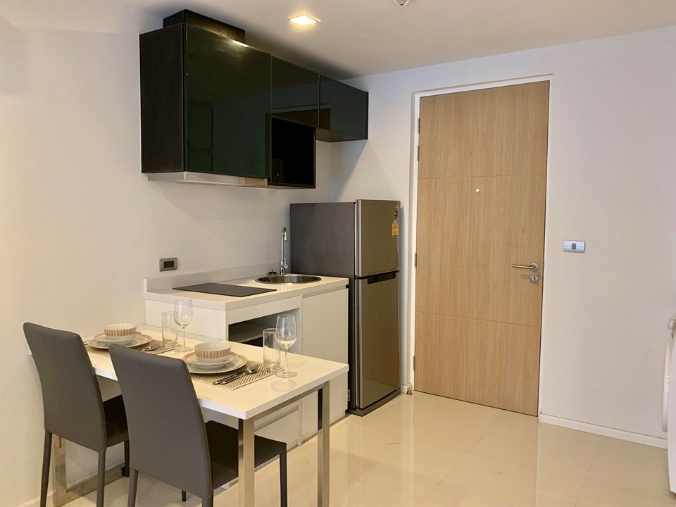 Condominium for rent Pattaya showing the dining and kitchen