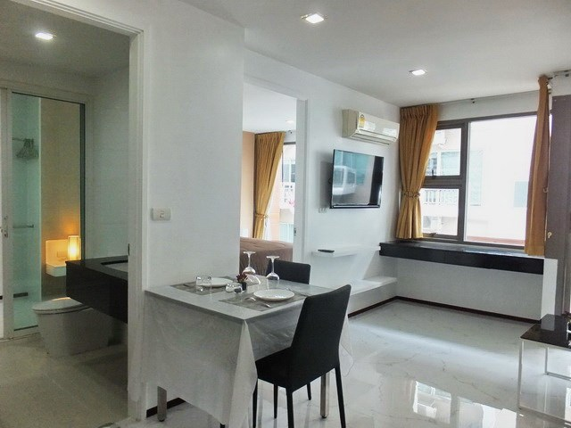 Condominium for Rent Pattaya showing the dining area