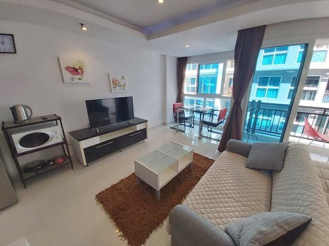 Condominium for rent Pattaya showing the living areas