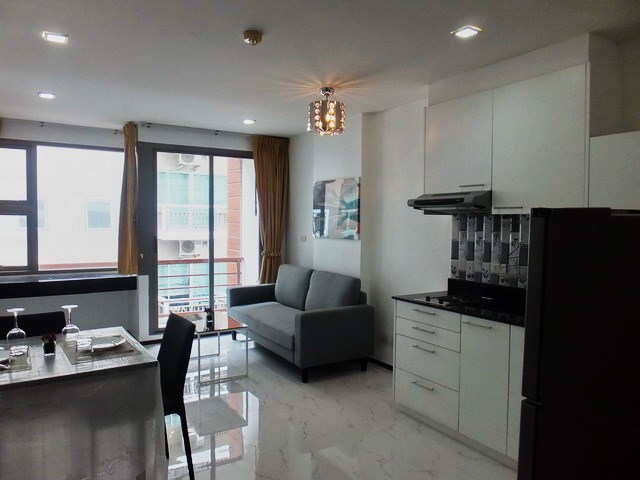 Condominium for Rent Pattaya showing the living, dining and kitchen areas