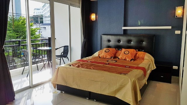 Condominium for rent Pattaya showing the sleeping area and balcony