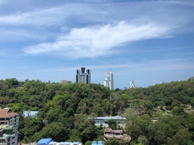 Condominium for rent Pattaya showing the mountain view