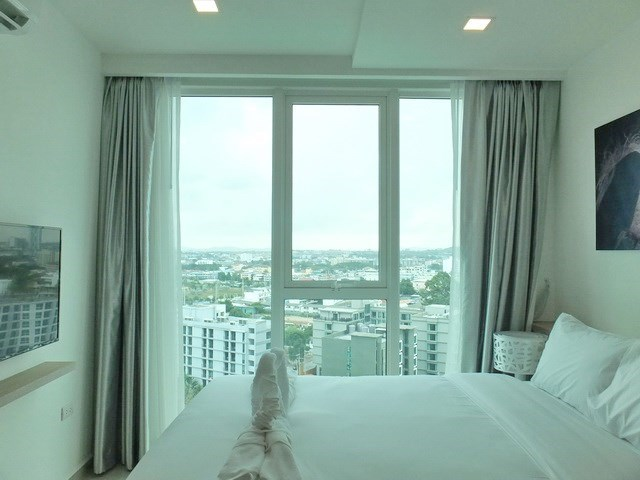 Condominium for rent Pattaya showing the bedroom and view