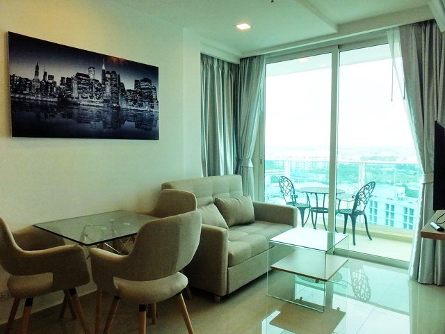 Condominium for rent Pattaya showing the living, dining areas and balcony