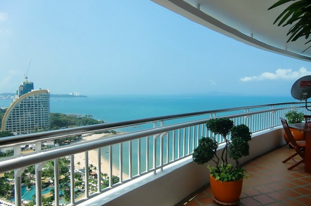 Condominium for rent Wong Amat showing the balcony view