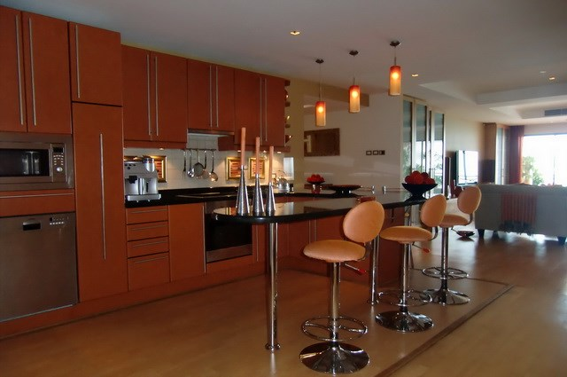 Condominium for rent Wong Amat showing the kitchen