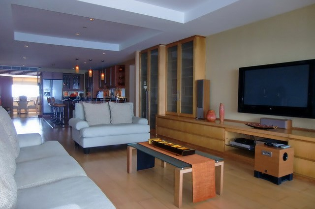 Condominium for rent Wong Amat showing the living area