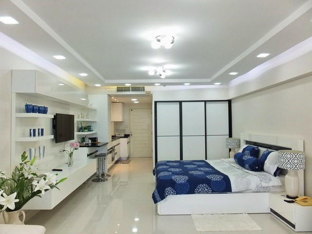 Condominium for sale Jomtien showing the sleeping area