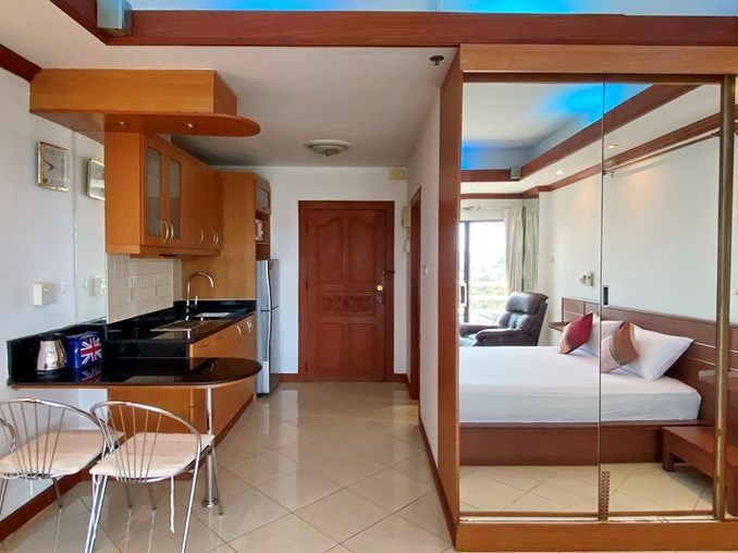 Condominium for Sale Jomtien showing the built-in wardrobes