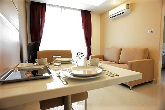 Condominium for sale Jomtien showing the dining and living areas