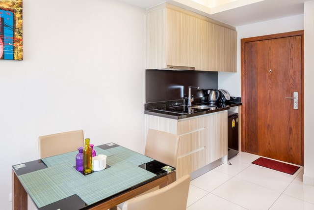 Condominium for sale Jomtien showing the dining and kitchen areas