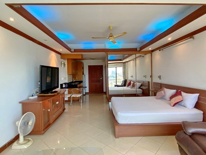 Condominium for Sale Jomtien showing the studio and sleeping area