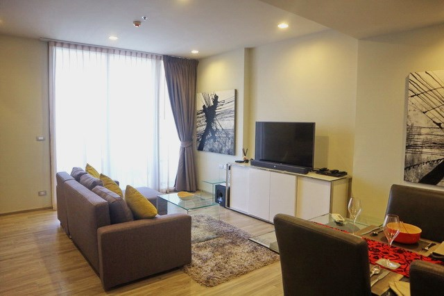 Condominium For Sale Wongamat showing the living room
