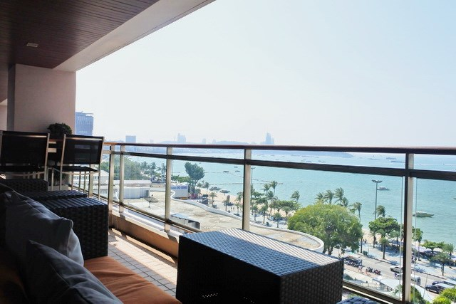 Condominium for sale Pattaya Northshore showing the balcony view