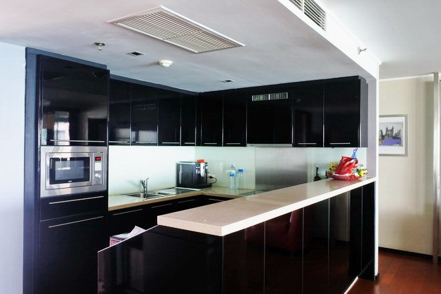 Condominium for sale Pattaya Northshore showing the kitchen