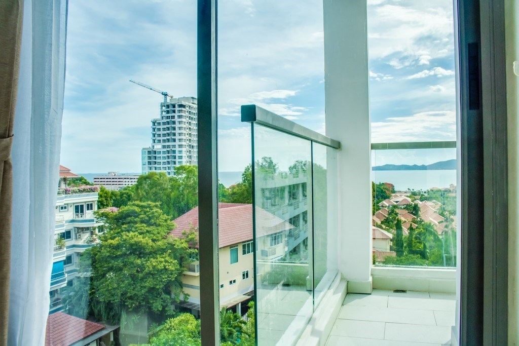 Condominium for sale Pratumnak Hill Pattaya showing the balcony and and view