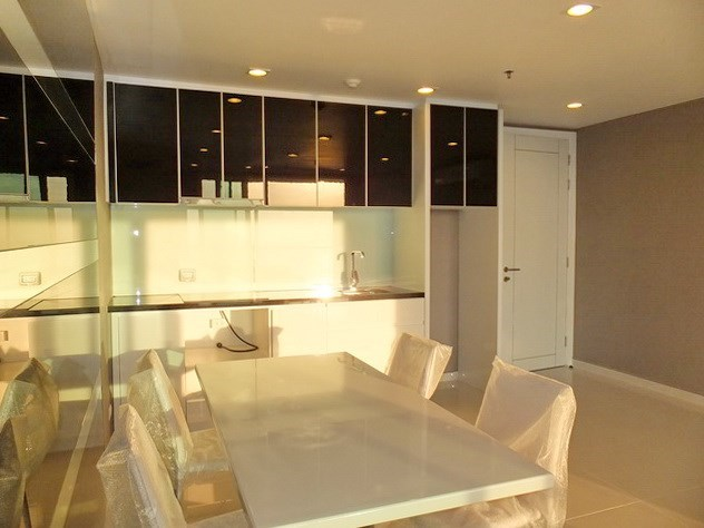 Condominium for sale Pratumnak Hill Pattaya showing the kitchen and entrance