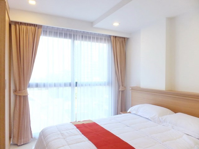 Condominium for sale Pratumnak Hill Pattaya showing the bedroom and built-in wardrobes