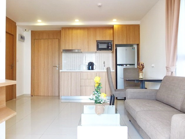Condominium for sale Pratumnak Hill Pattaya showing the living, dining and kitchen areas