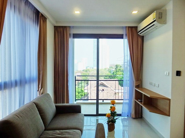 Condominium for sale Pratumnak Hill Pattaya showing the living room and balcony