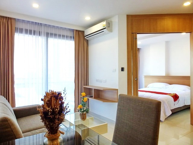 Condominium for sale Pratumnak Hill Pattaya looking towards the bedroom