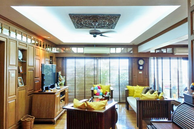 Condominium for sale Pratumnak Hill Pattaya showing the living area