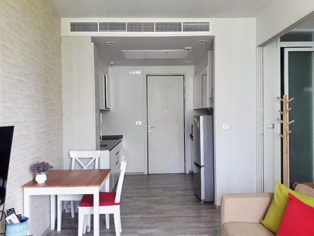Condominium for sale Wong Amat Pattaya showing the dining and kitchen areas