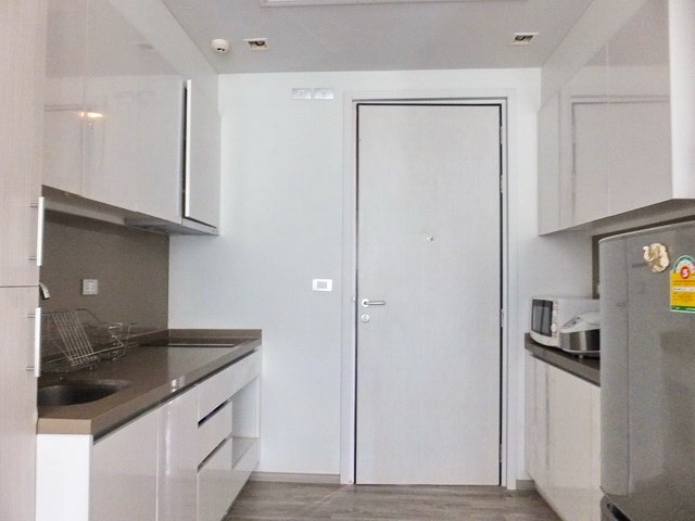 Condominium for sale Wong Amat Pattaya showing the kitchen