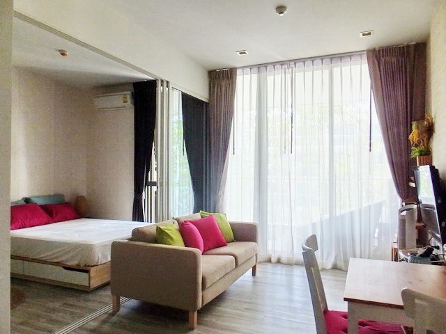 Condominium for sale Wong Amat Pattaya showing the living area