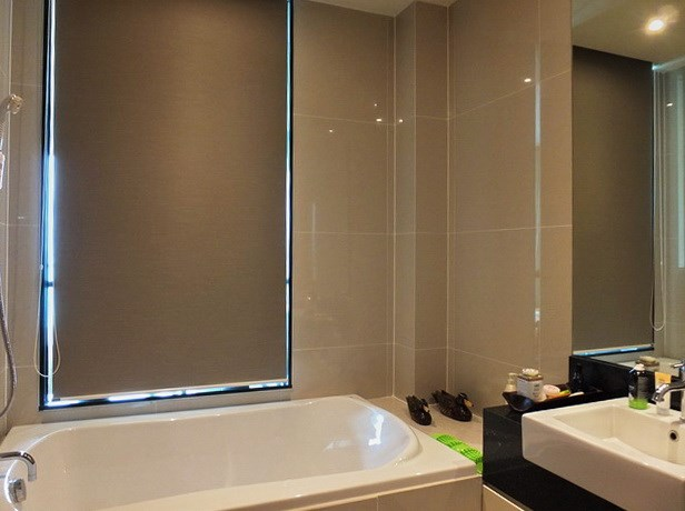 Condominium for sale Na Jomtien Pattaya showing the bathroom