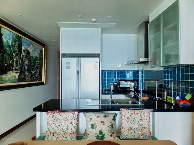 Condominium for sale Na Jomtien Pattaya showing the kitchen
