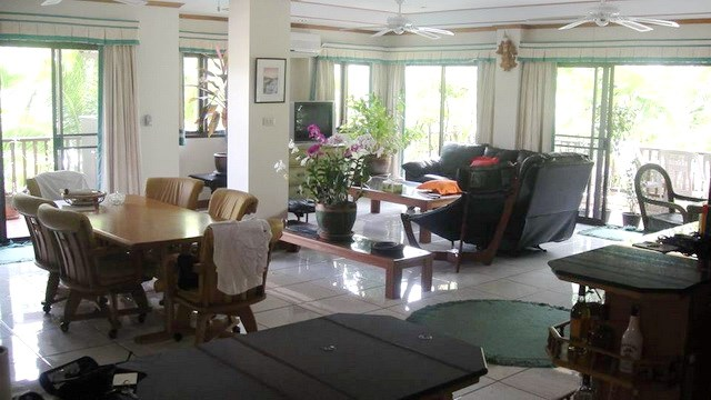 Condominium for sale in Jomtien at Chateau Dale showing the dining and living areas