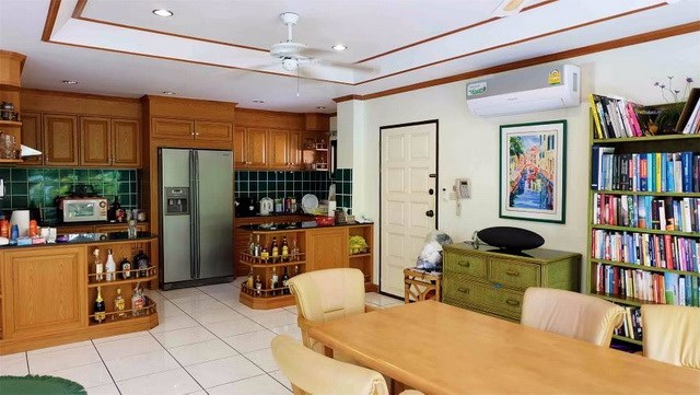 Condominium for sale in Jomtien at Chateau Dale showing the kitchen and dining areas