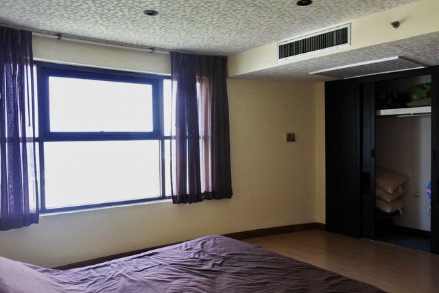 Condominium for sale Jomtien Pattaya showing the second bedroom and built-in wardrobes