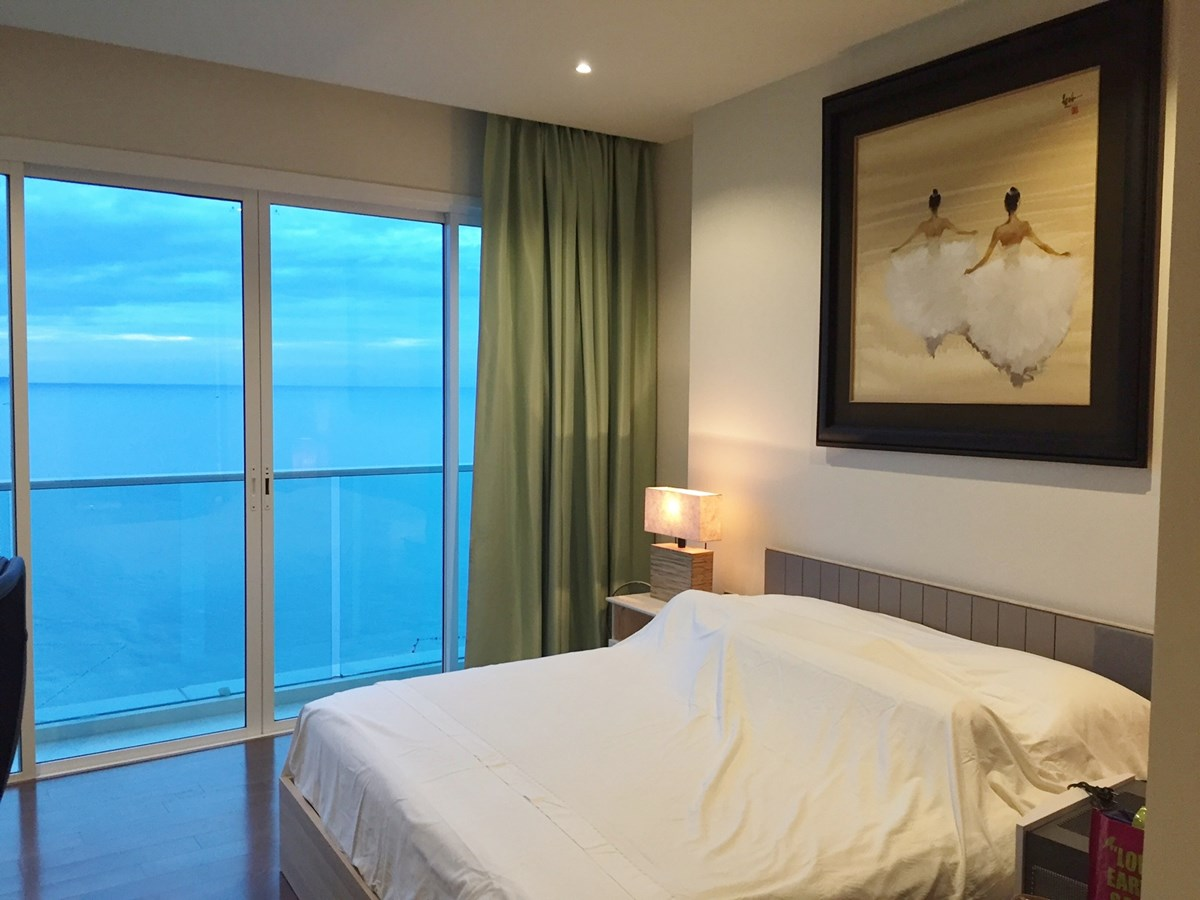 Condominium for sale Na Jomtien Pattaya showing the bedroom suite