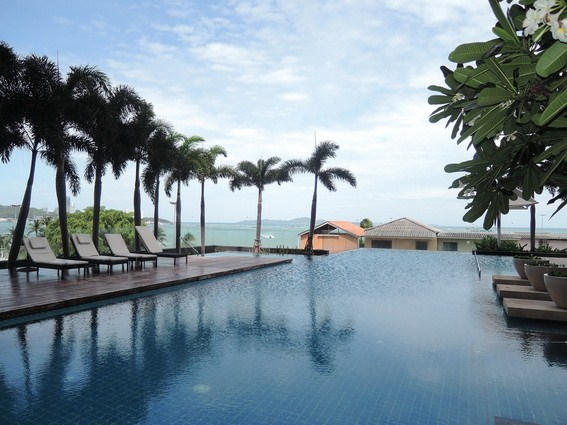 Condominium for sale Northshore Pattaya showing the communal pool