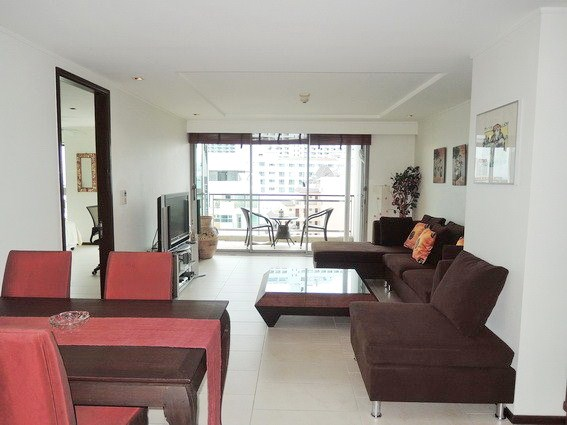 Condominium for sale Northshore Pattaya showing the dining and living areas